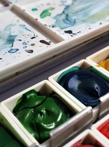 picture of watercolor pallet